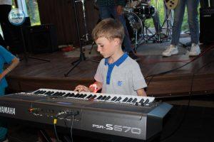 различи синтезатора и фортепиано