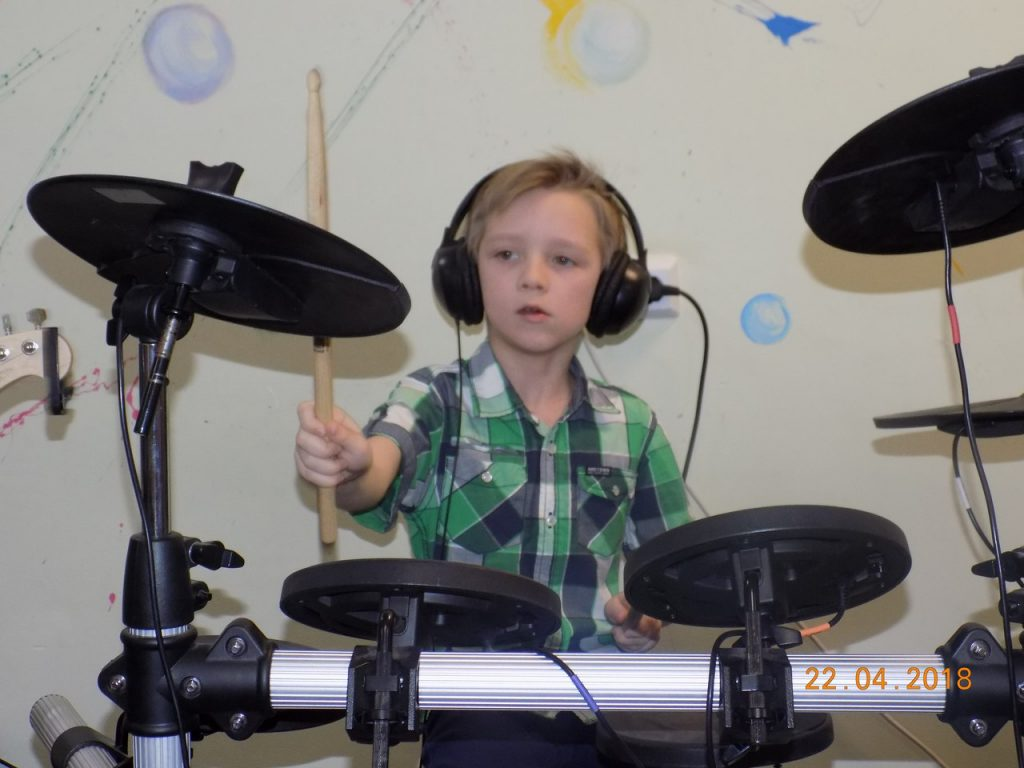 Артем барабанщик
